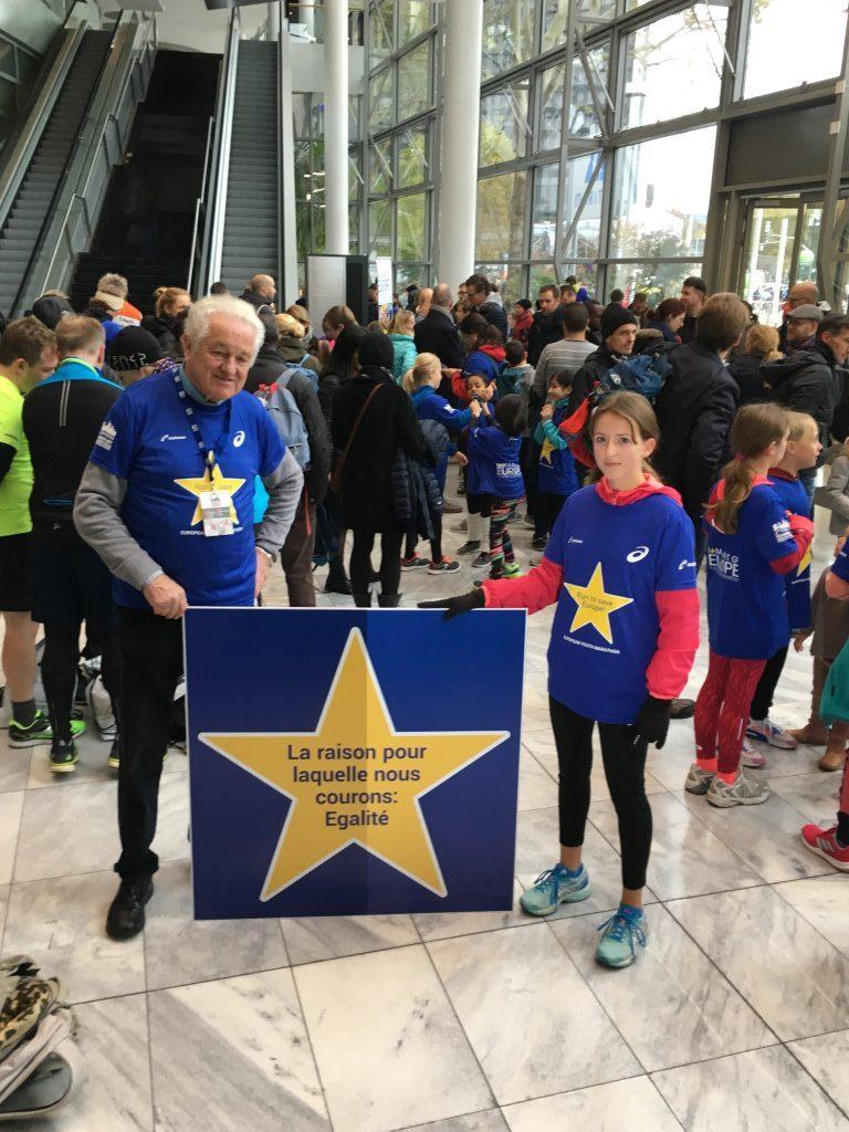 Dr. Manfred Pohl mit Aimee vor dem Lauf