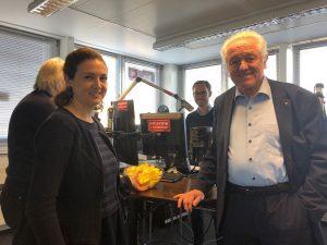 Jelena Mitsiadis und Manfred Pohl bei der Verlosung